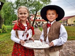 przedszkolaki biorące udział w uroczystości