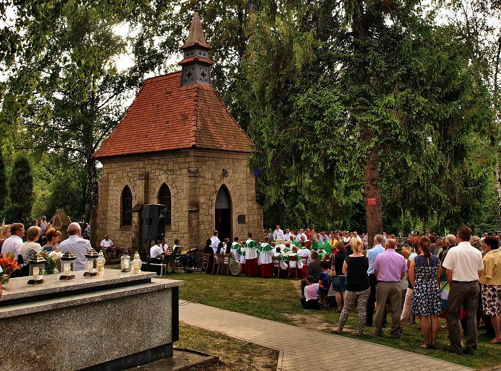 Msza św na cmentarzu