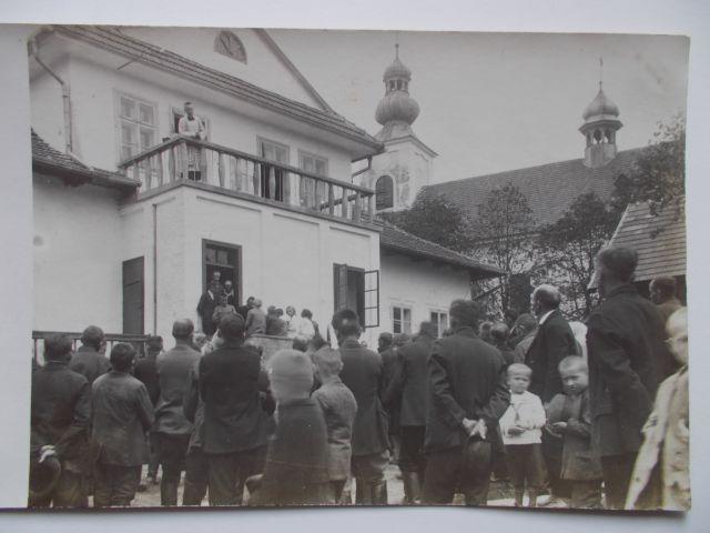 4-ks-j-szewczyk-na-balkonie-plebanii-1932-jak-zmniejszyc-fotke_pl