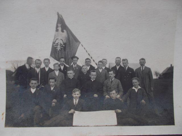 7-katolickie-stowarzyszenie-mlodziezy-meskiej-tymbark-1926-jak-zmniejszyc-fotke_pl