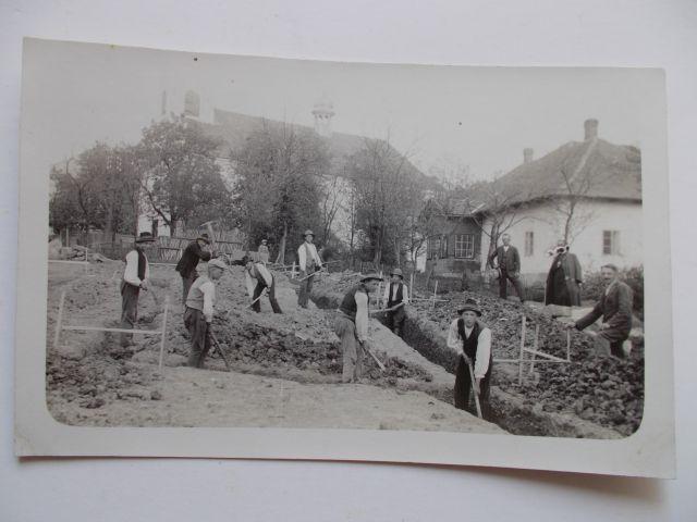 8-budowa-domu-parafialnego-kopanie-fundamentow-jak-zmniejszyc-fotke_pl
