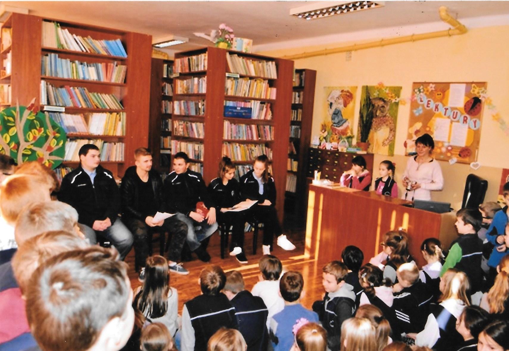 Młodzież z KEN czyta dzieciom, 2015