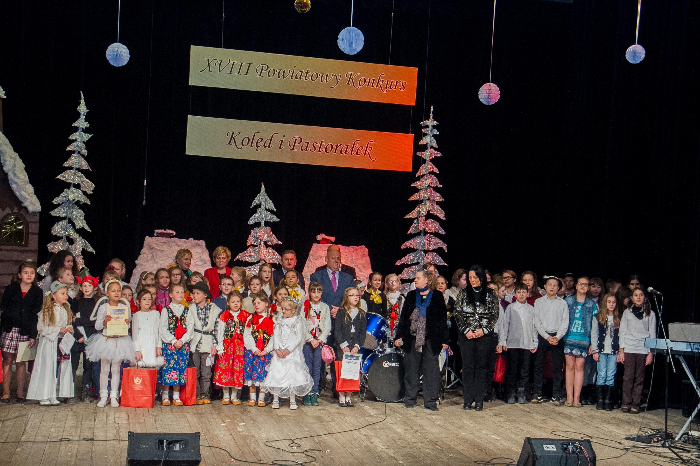 Nagroda Grand Prix-w-Powiatowym Konkursie-Kolęd i pastorałek, Limanowa-2013-r-uczniowie-klasy-1-a