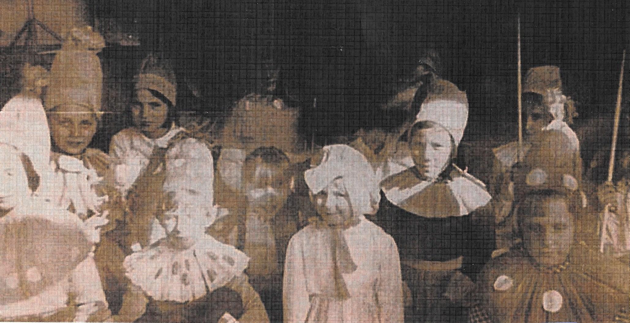 Uczniowie klasy-a-SP-w-Tymbarku-1969-akademia-szkolna