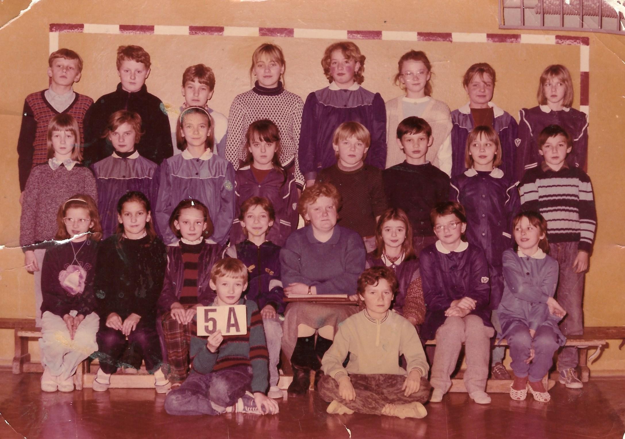 """Klasa """"5"""", SP w Tymbarku, 1990 rok"""