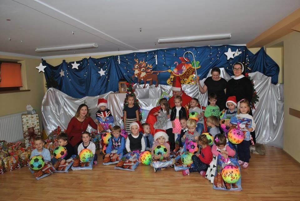 Św.Mikołaj ze czterolatkami