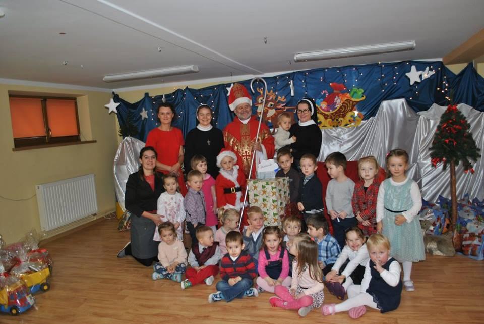 Św.Mikołaj z maluszkami