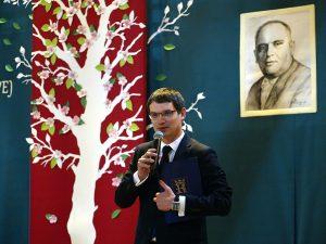 Wójt Gminy Tymbark Paweł Ptaszek podczas uroczystości 50-lecia SP w Tymbarku